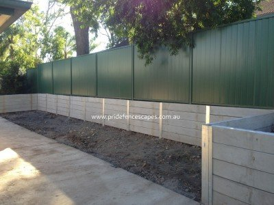 //pridefencescapes.com.au/wp-content/uploads/2019/08/Gallery-concrete-sleeper-retaining-wall-with-steel-posts-400x300.jpg